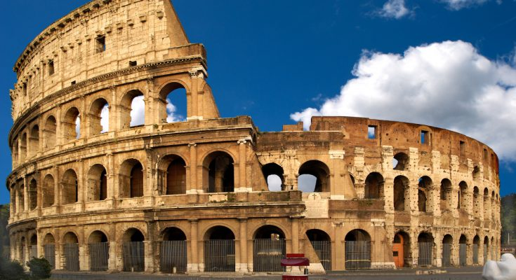Амфитеатр Колизей в Риме