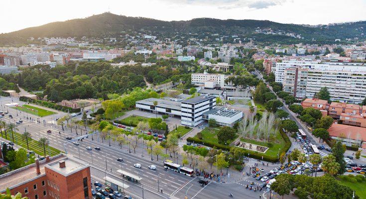 Вид на проспект Диагональ и парк королевского дворца Педральбес
