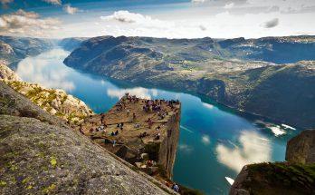 Утес Прекестулен в Норвегии