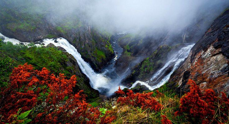 Водопад Вёрингсфоссен в Норвегии