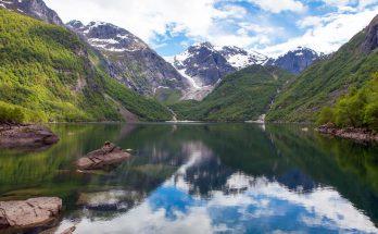 Ледник и озеро Бондхус