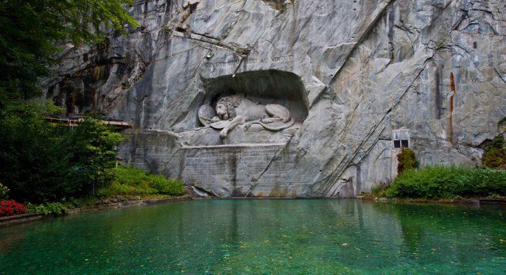 Памятник Умирающий лев в Люцерне