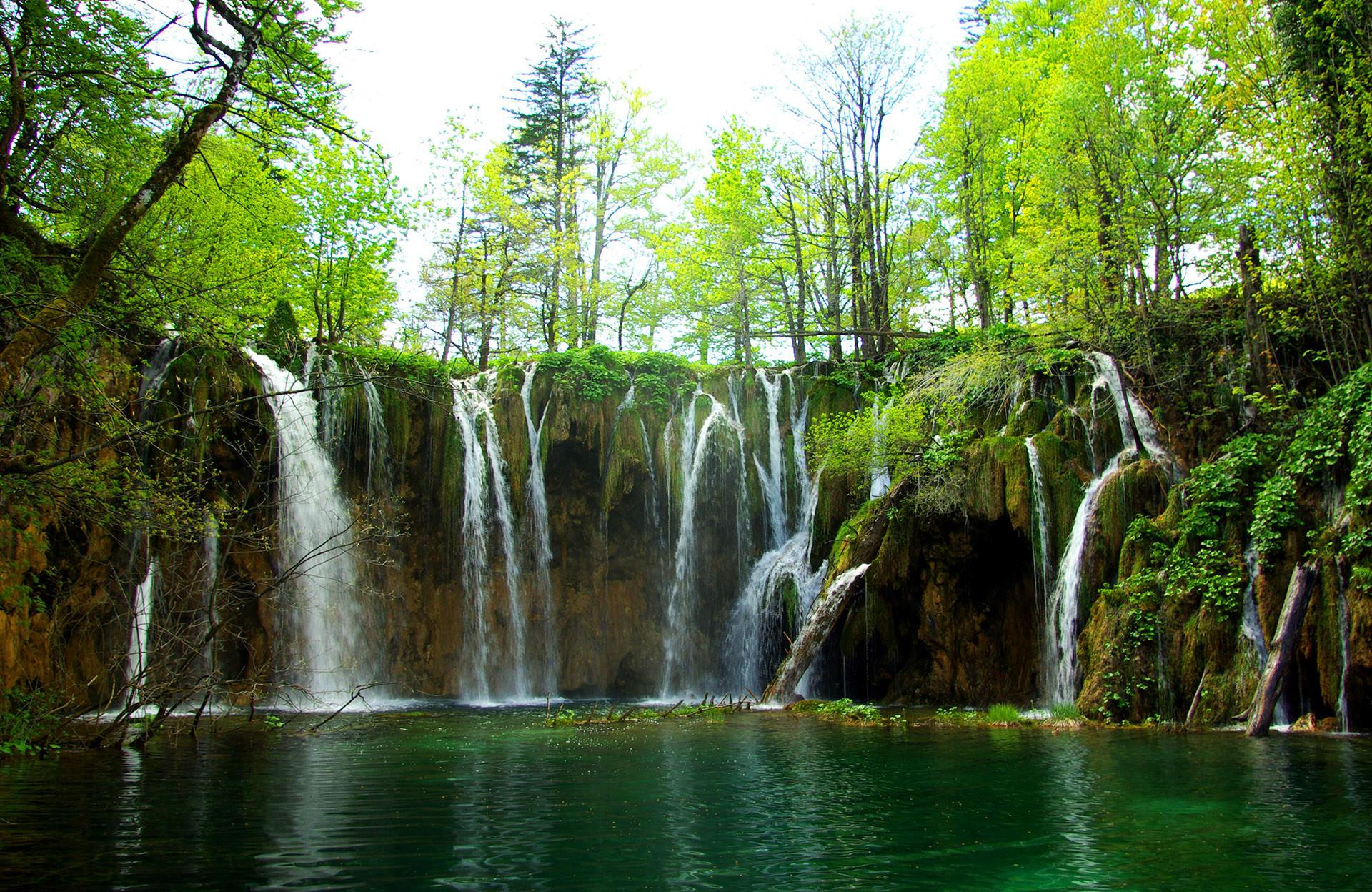 http://euromapa.net/wp-content/uploads/2017/04/plitvice-lakes-national-park-4.jpg