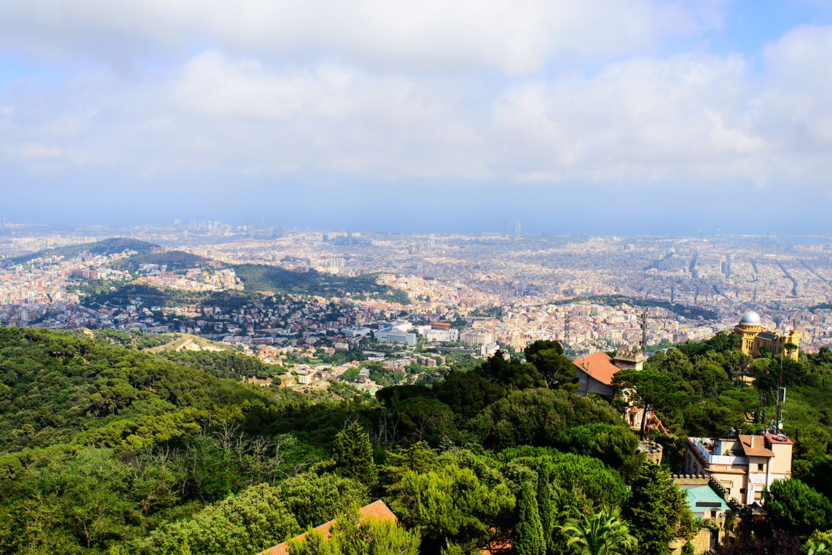Барселону с горы Тибидабо