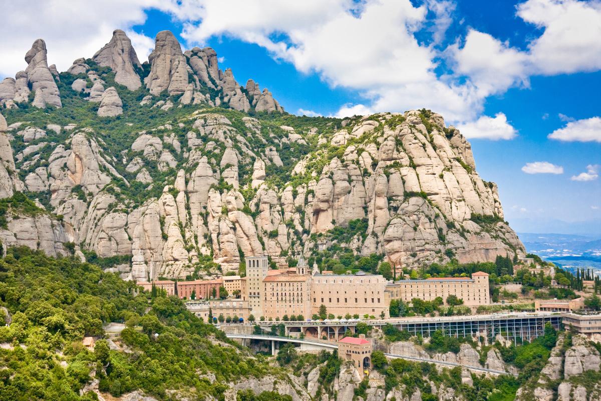 http://euromapa.net/wp-content/uploads/2017/07/Monastery-of-Montserrat.jpg