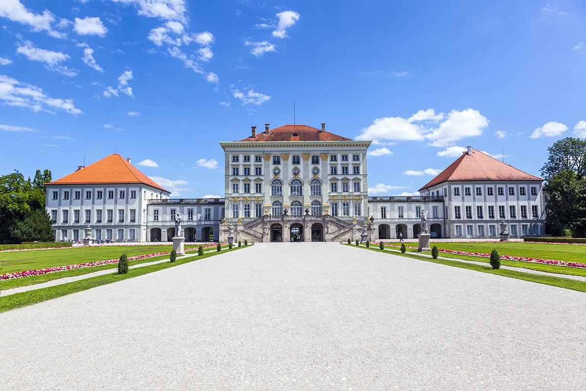 Фасад дворца Нимфенбург со стороны парка