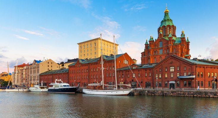 Район Катаянокка в Хельсинки. Успенский собор в Хельсинки