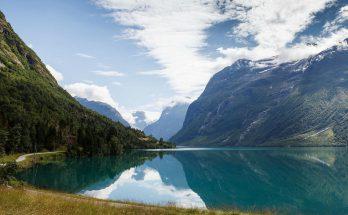 Озеро Ловатнет в Норвегии