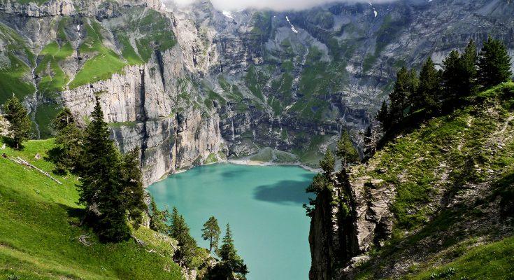 Озеро Эшинензе в Швейцарии